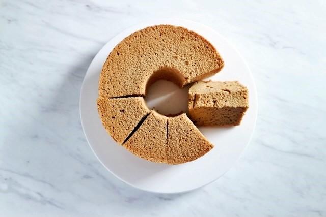 から 外す ケーキ タイミング シフォン 型 シフォンケーキを型からきれいに、はずすには?